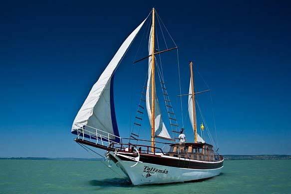 Sailing on the Lake Balatonon - Lake Balaton scenic tour