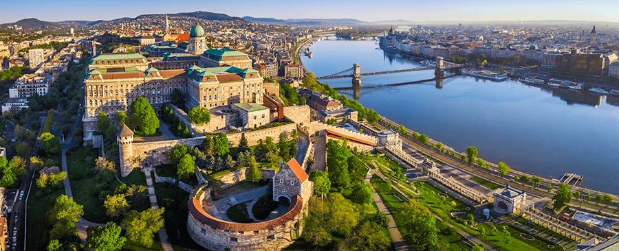 Come and explore Budapest, especially that the Hungarian capital was voted the most affordable destination in Europe by the British Daily Mail! Day trip from Vienna to Budapest with minivan with Hungarian, English, German speaking private driver and guide.