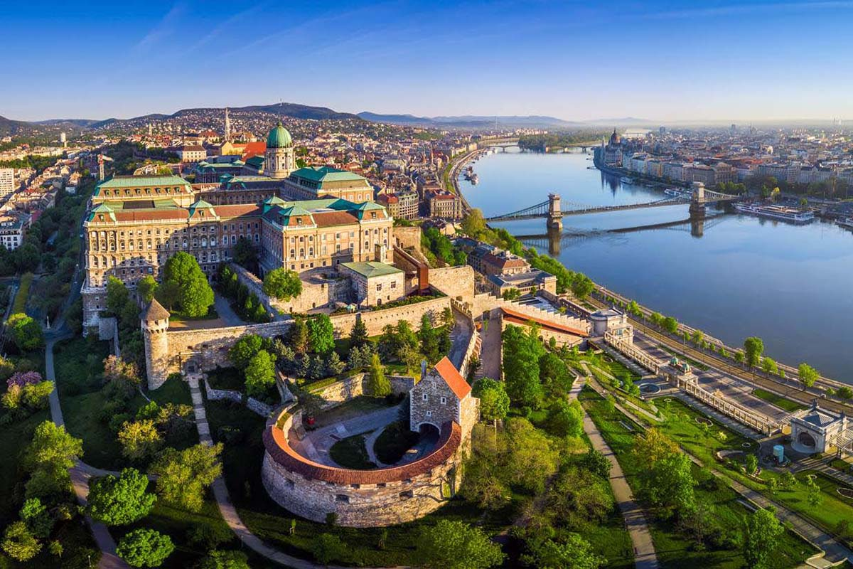 DOMESTIC LONG DISTANCE TAXI RIDES - TRANSFER RATES FROM / TO BUDAPEST. Taxi, minibus passenger transport in Hungary from or to Budapest. Private car transfers with English speaking driver. Distances, duration, taxi fees, transfer prices.